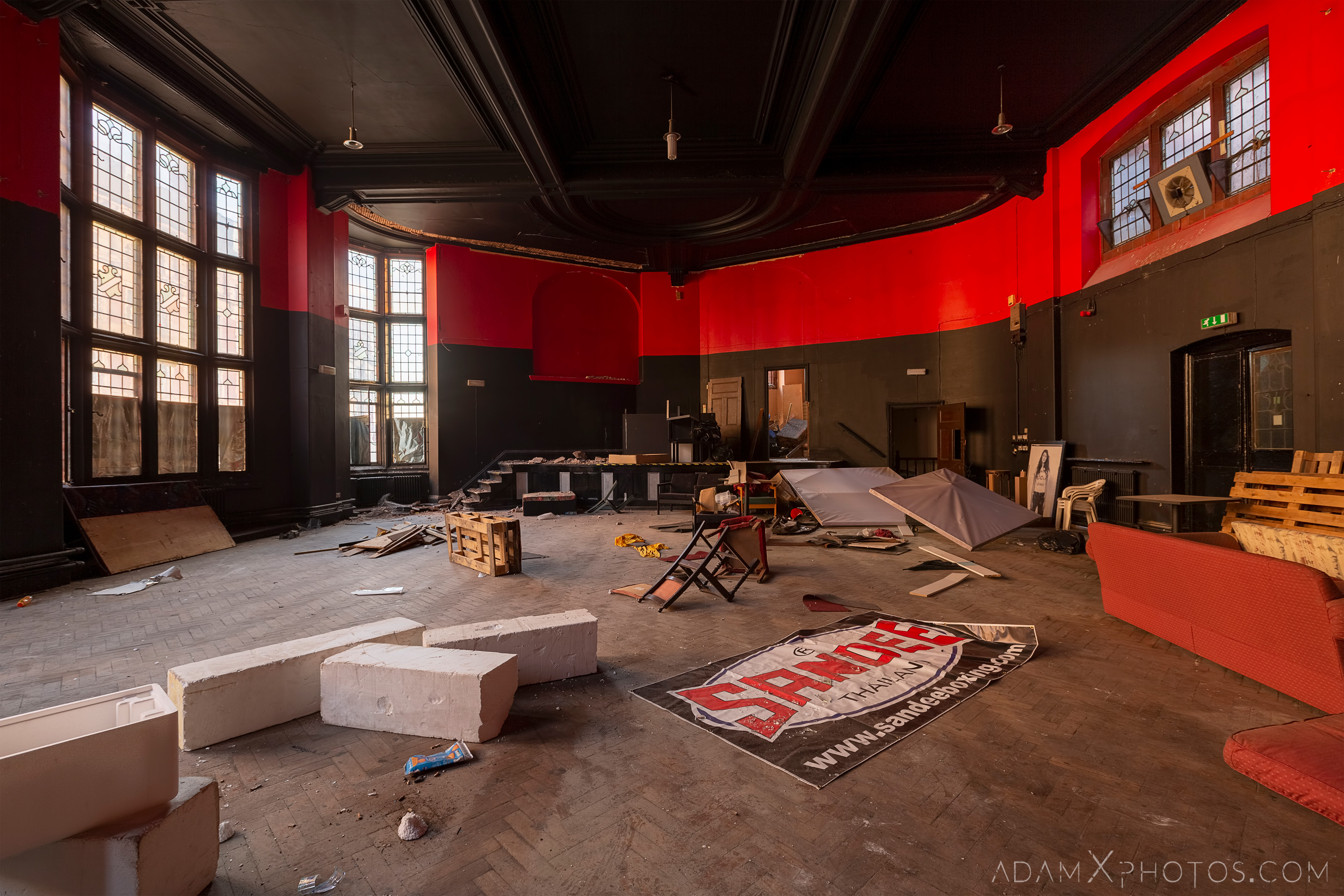 Red and black room boxing Birmingham Methodist Central Hall Q Club Adam X Urbex Urban Exploration Access 2018 Abandoned decay lost forgotten derelict location creepy haunting eerie