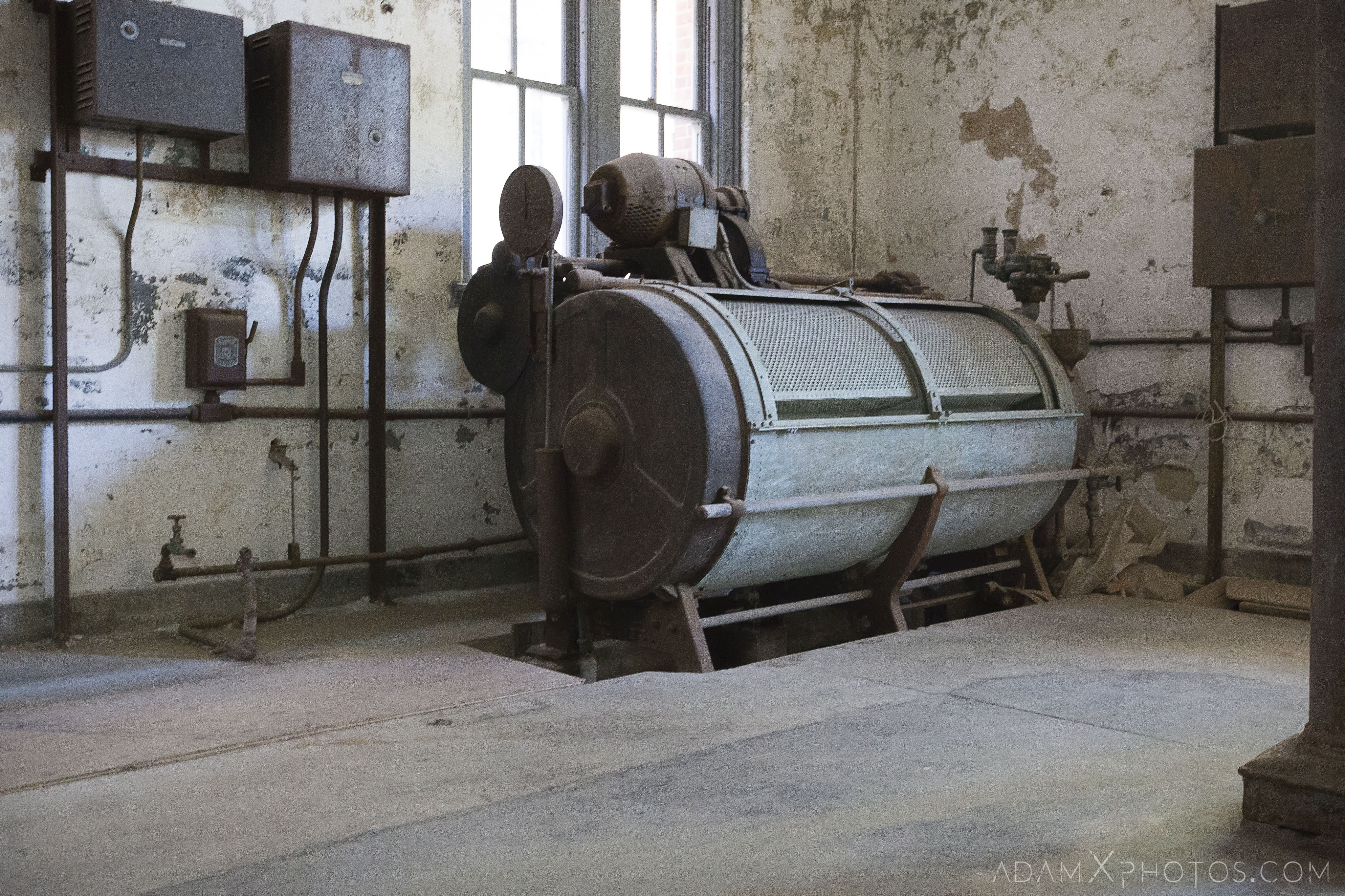 Smith drum machine laundry room Ellis Island Immigrant Hospital New York USPHS Hospital #43 Adam X Adamxphotos Urbex Urban Exploration Access 2017 Abandoned decay ruins lost forgotten derelict location creepy haunting eerie