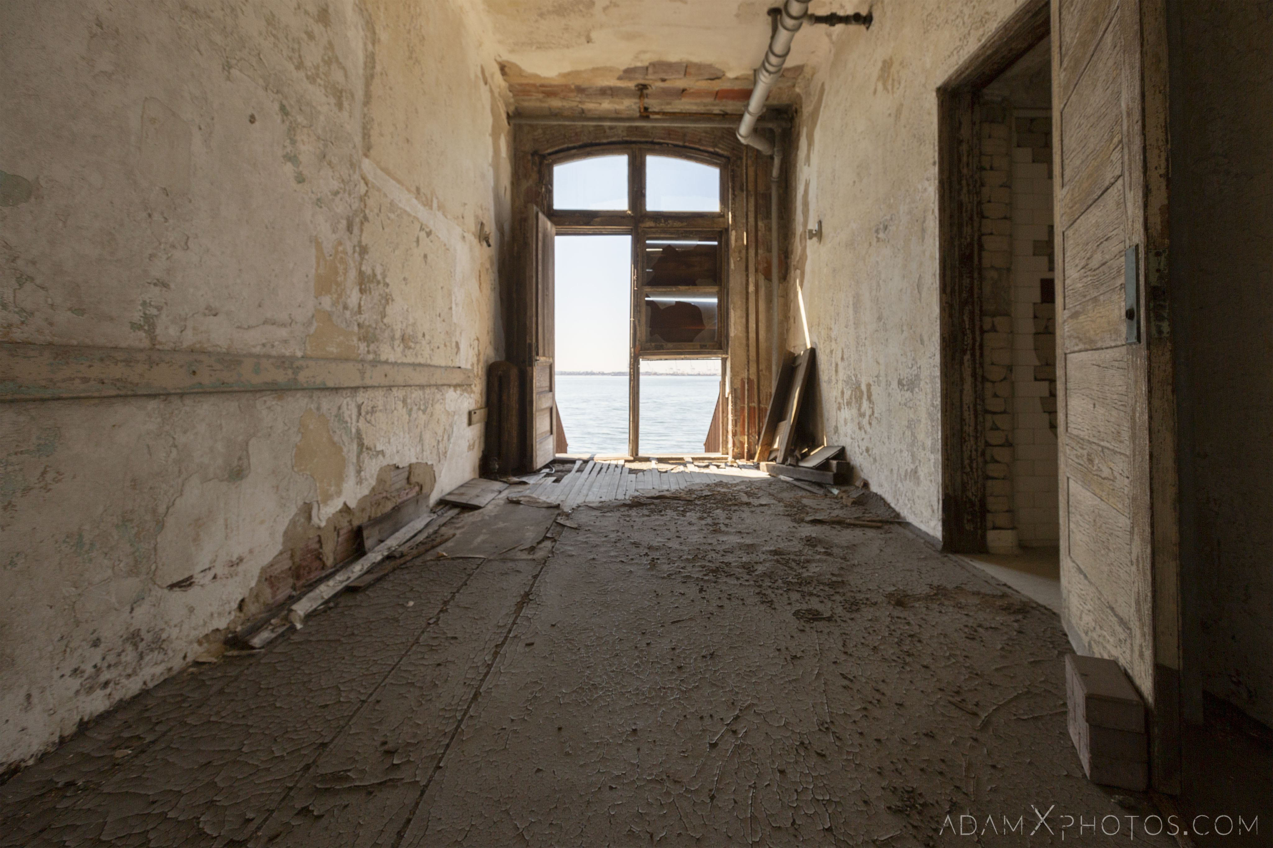 View of the sea Ellis Island Immigrant Hospital New York USPHS Hospital #43 Adam X Adamxphotos Urbex Urban Exploration Access 2017 Abandoned decay ruins lost forgotten derelict location creepy haunting eerie