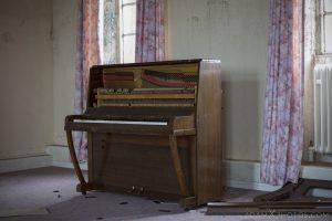Piano broken Sunnyside Royal Hospital Montrose Scotland Adam X Urbex Urban Exploration Access 2018 Abandoned decay ruins lost forgotten derelict location creepy haunting eerie