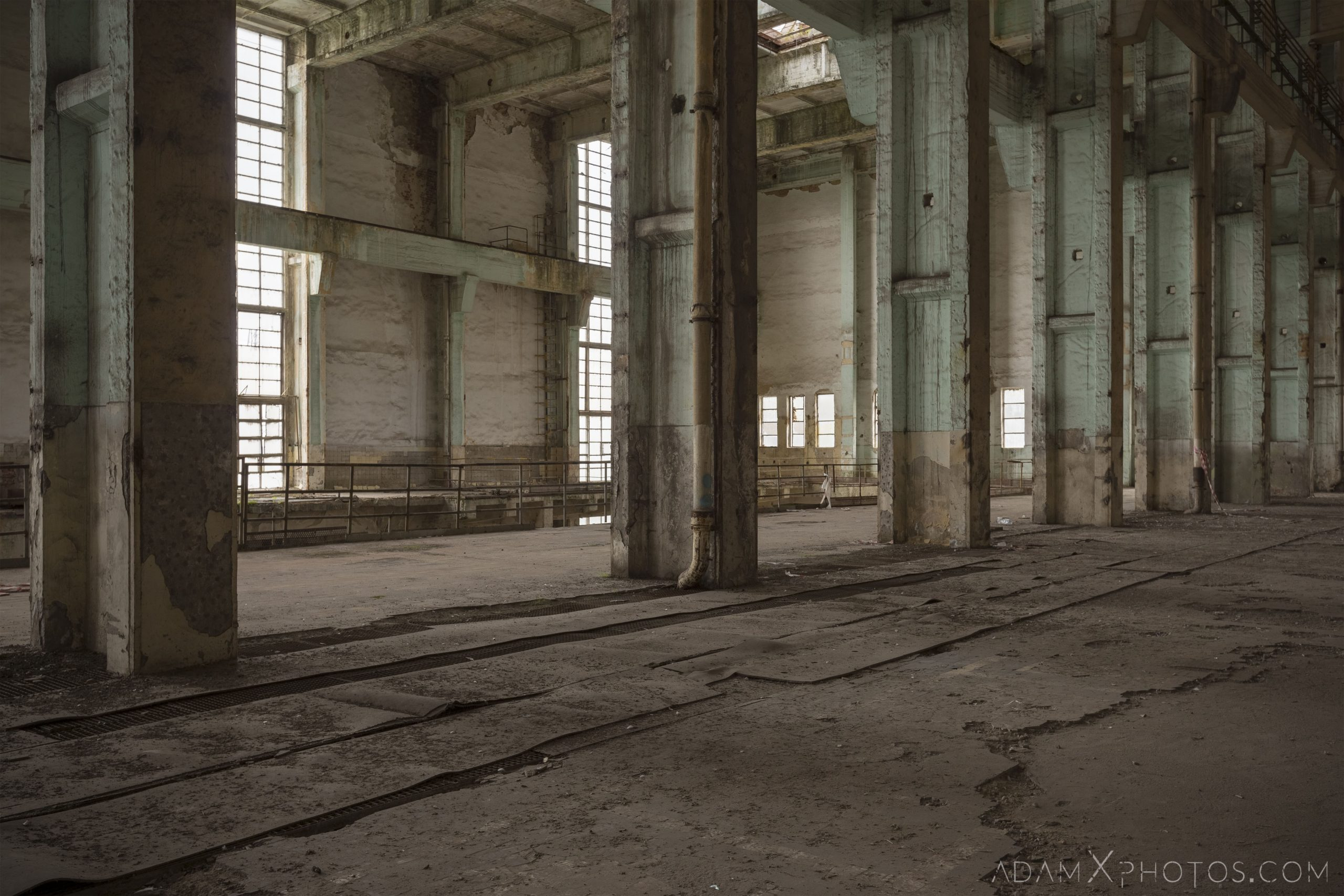 empty stripped turbine hall industry industrial rusty rusting Bladerunner Blade Runner 2049 Powerplant Inota Shephard's Power Plant Hungary Adam X Urbex Urban Exploration Access 2018 Abandoned decay ruins lost forgotten derelict location creepy haunting eerie security