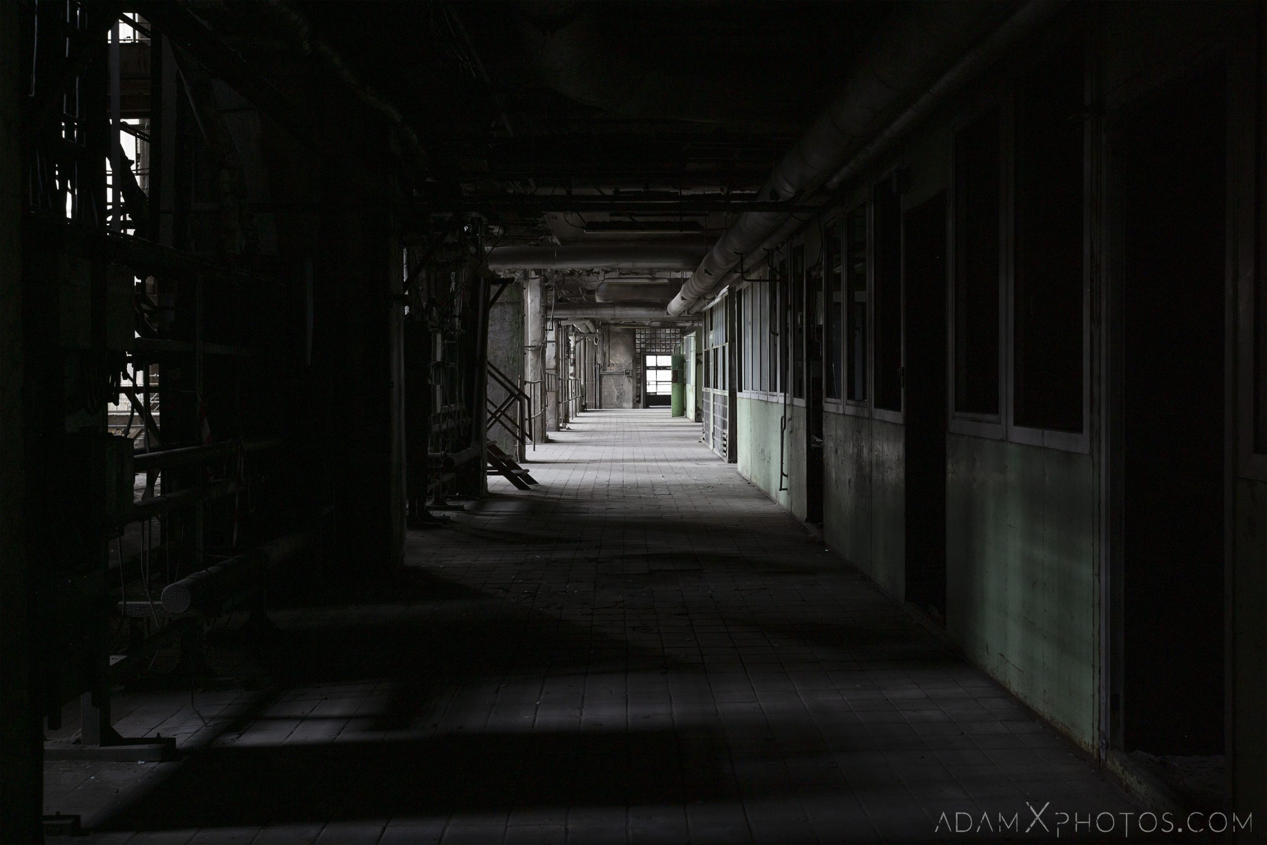 dark walkway industry industrial rusty rusting Bladerunner Blade Runner 2049 Powerplant Inota Shephard's Power Plant Hungary Adam X Urbex Urban Exploration Access 2018 Abandoned decay ruins lost forgotten derelict location creepy haunting eerie security
