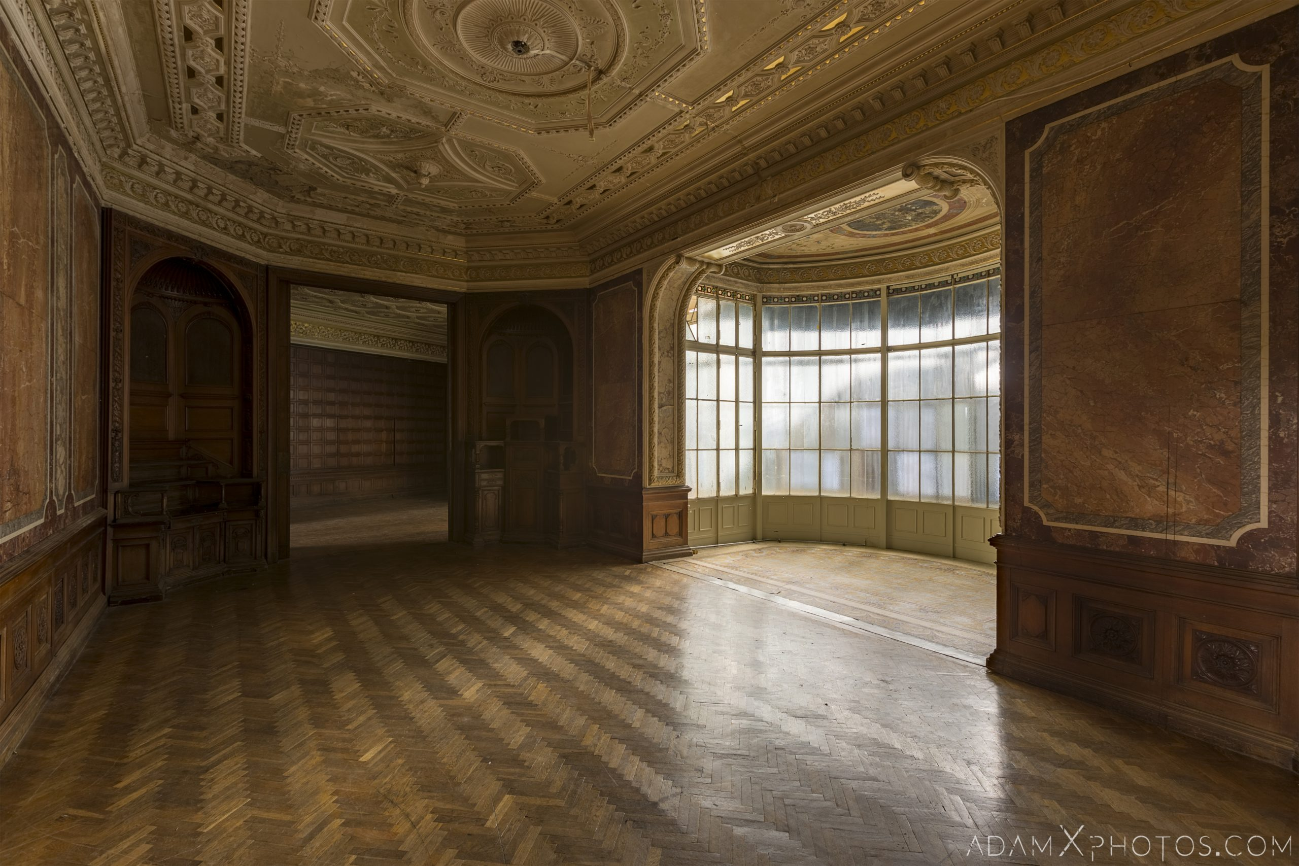 Bay window marble wooden panels parquet Adria Palace Budapest Hungary Adam X Urbex Urban Exploration Access 2018 Blade Runner 2049 Abandoned decay ruins lost forgotten derelict location creepy haunting eerie security ornate grand neo baroque
