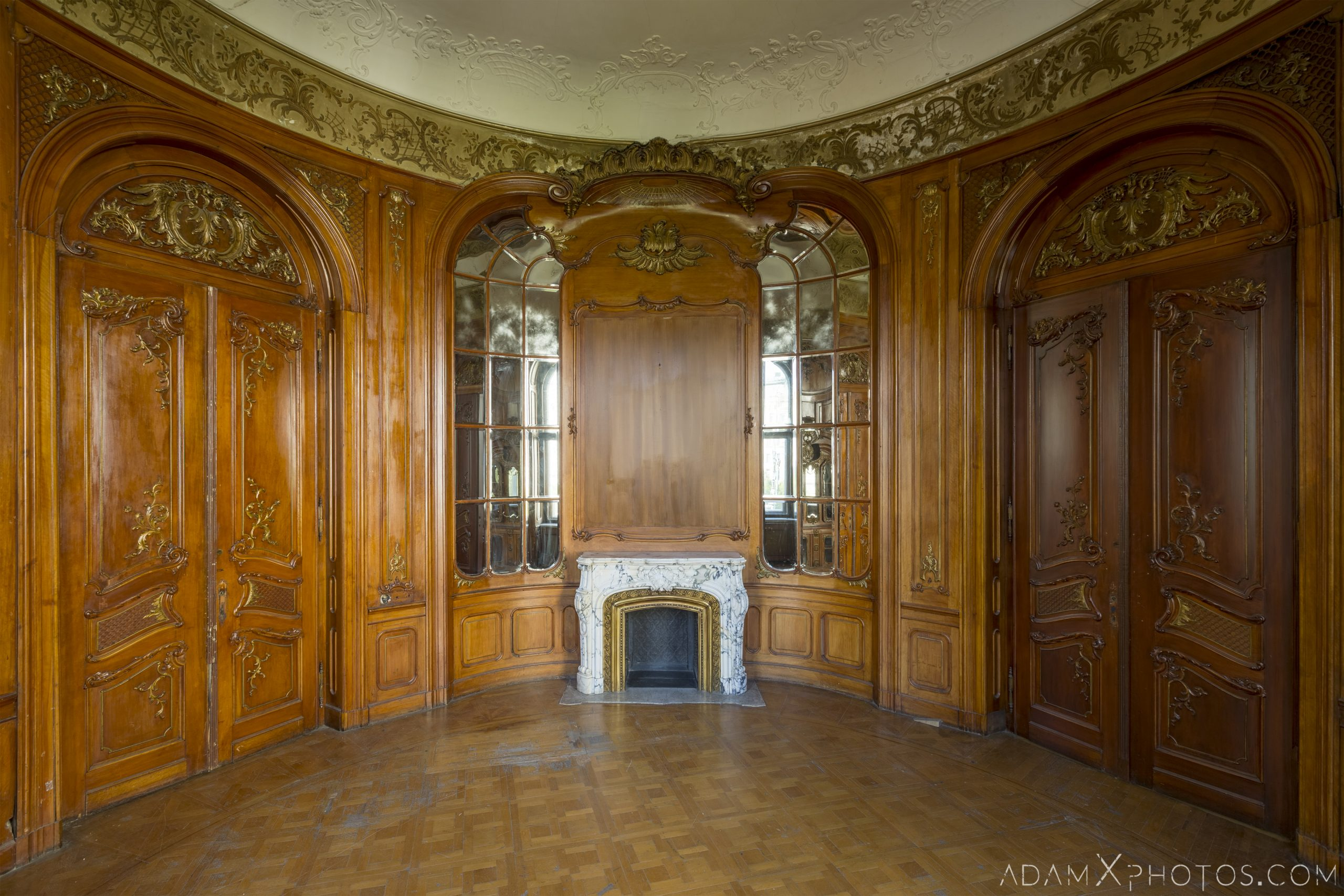 Wood panelling fireplace mirrors Adria Palace Budapest Hungary Adam X Urbex Urban Exploration Access 2018 Blade Runner 2049 Abandoned decay ruins lost forgotten derelict location creepy haunting eerie security ornate grand neo baroque