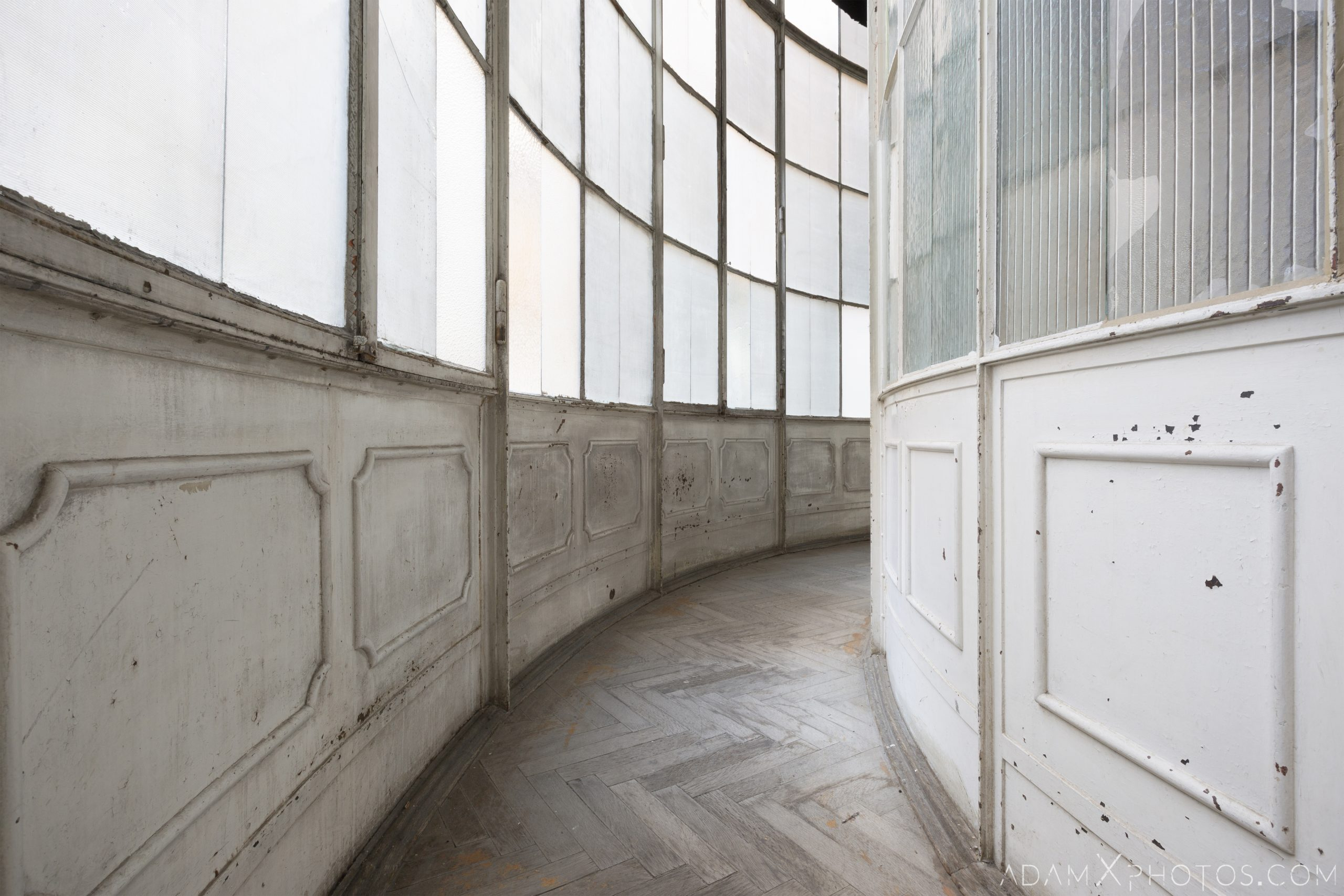 Curved walkway balcony windows parquet white Adria Palace Budapest Hungary Adam X Urbex Urban Exploration Access 2018 Blade Runner 2049 Abandoned decay ruins lost forgotten derelict location creepy haunting eerie security ornate grand neo baroque