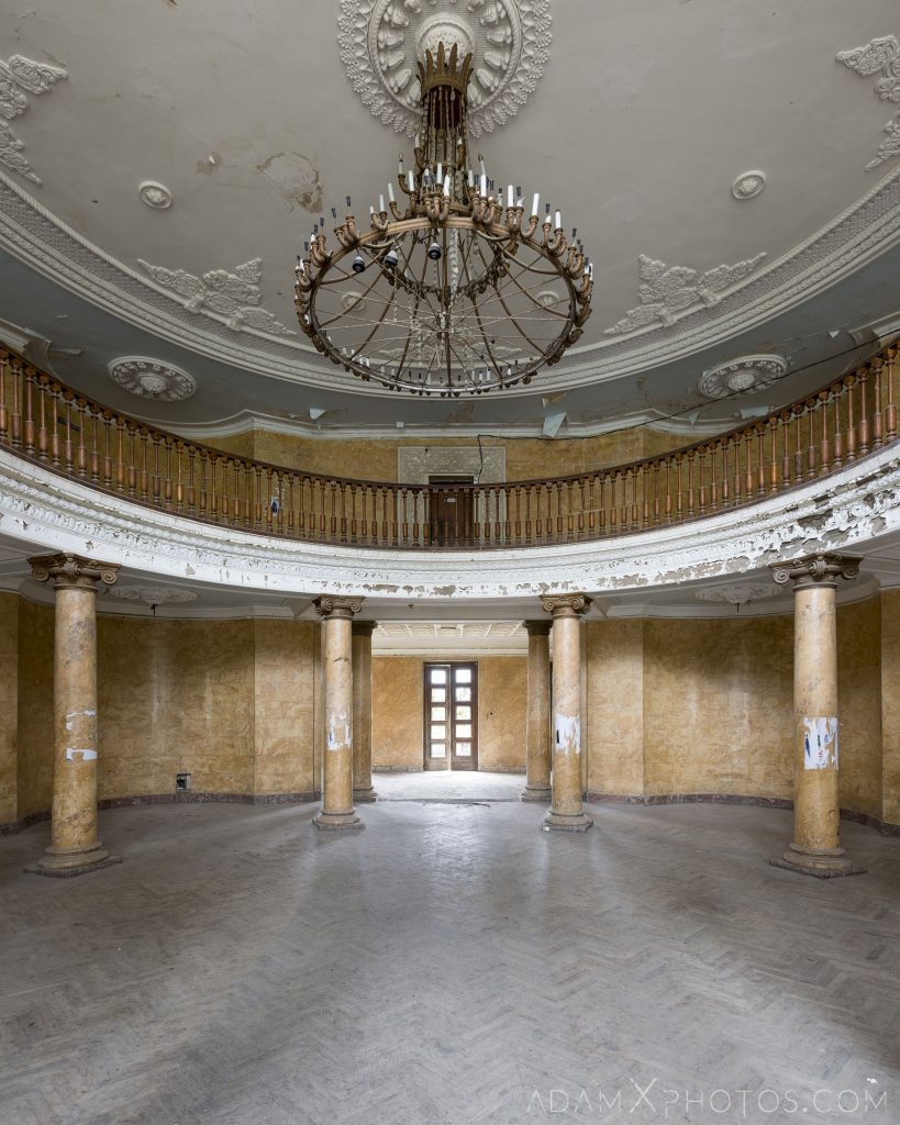 Reception entrance foyer lobby chandelier columns Hotel Metallurgy Metalurgi Tskaltubo Georgia Adam X Urbex Urban Exploration 2018 Abandoned Access History decay ruins lost forgotten derelict location creepy haunting eerie security